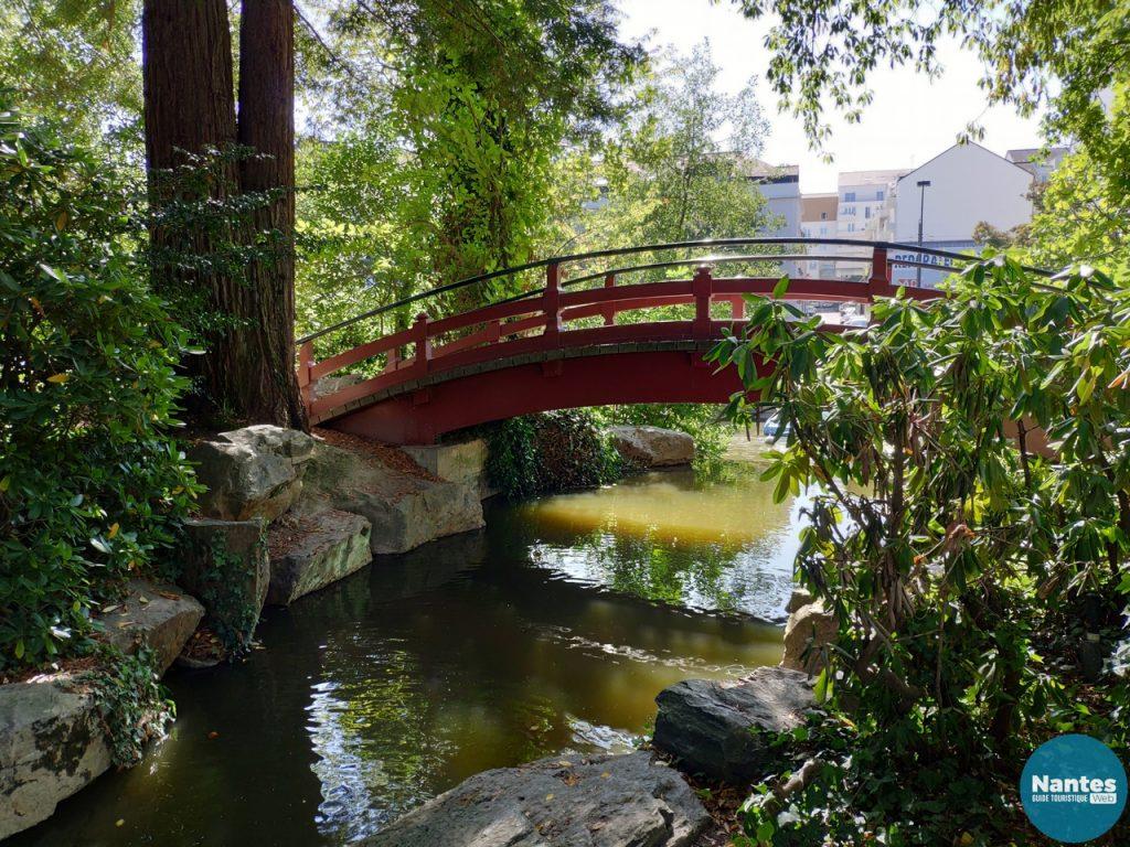 pont sur l'ile de versaille